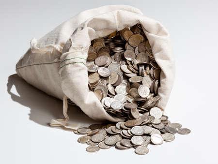 oude munten: Linnen tas van oude zuivere zilveren munten gebruikt om te investeren in zilver als handels waar