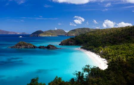 トランク湾に、カリブ島の聖ヨハネ米領バージン諸島