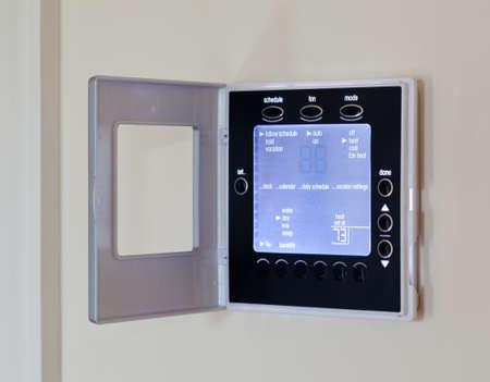 panel de control: Termostato electr�nico con pantalla LCD de color azul para el control de aire acondicionado y calefacci�n Aire acondicionado