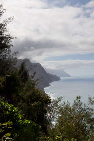 Overlooking coastline from Kalalau trail on Na Pali coast of Kauai Stock Photo - 12451440