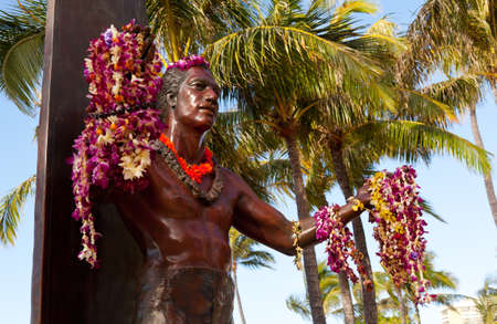 duke: Statue of famous surfer Duke Kahanamoku on Waikiki beach in Hawaii