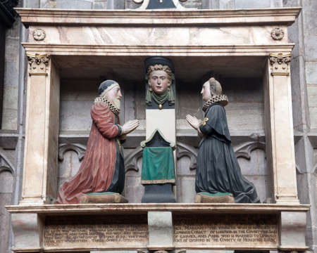 Husband and wife praying in statue in Chancel of Ludlow church in Shropshire Stock Photo - 13198041