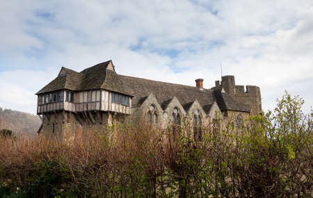 manor: Side view of Stokesay castle in Shropshire surrounded by hedge