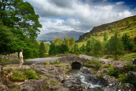 countryside landscape: Traditional stone Ashness Bridge in English Lake District Stock Photo