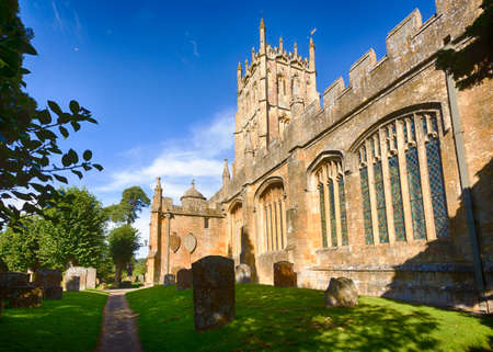 cotswold: St James Church and  graveyard in old Cotswold town of Chipping Campden