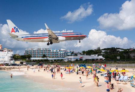 プリンセス ・ ジュリアナ空港、ST マーティン - 11 月 1 日: アメリカン航空飛行土地マホ ビーチに 2012 年 11 月 1 日。2300 m 滑走路は海の上に近づいた
