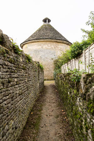 cotswold: Dovecot of Minster Lovell in Cotswold village with graveyard Stock Photo