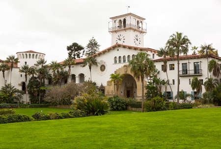 カリフォルニア州の有名なサンタ ・ バーバラ裁判所の家の外観 写真素材 - 17931345