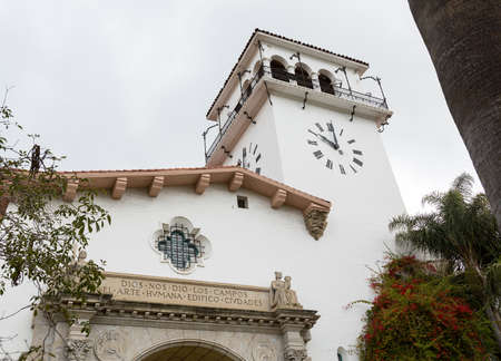 barbara: Exterior of famous Santa Barbara court house in California