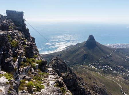 Blick auf Kapstadt vom Tafelberg in Südafrika Standard-Bild
