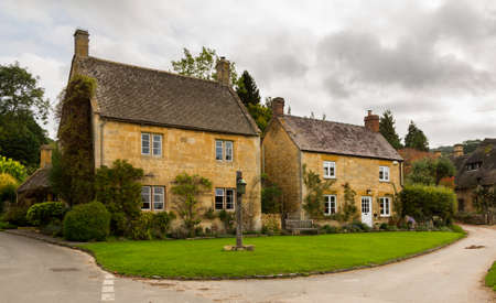 thatched house: Village green in Stanton in Cotswold or Cotswolds district of southern England in the autumn.