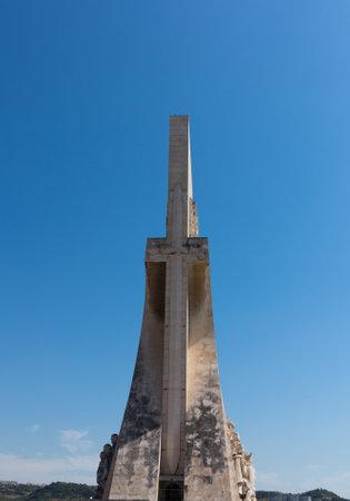 descubridor: Padrao dos Descobrimentos o Monumento a la estatua y el monumento Descubrimientos en Belem, cerca de Lisboa, Portugal. Escultor fue Leopoldo de Almeida Editorial