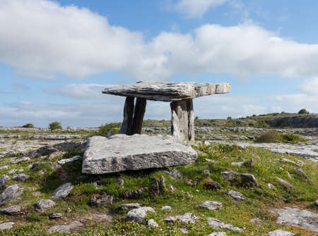 stoneage: Burial marker from prehistoric times in south west Ireland called Poulnabrone Dolmen Editorial