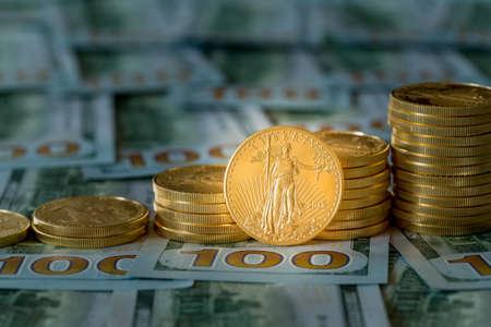 Stapel Von Steinadler Münzen Auf Neue Design Der Us Währung Hundert