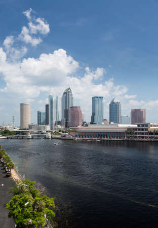 Florida skyline at Tampa with the Convention Center on the riverbank. Taken in summer during the day Imagens