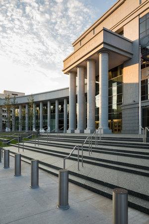 denver co: Reg�strate y entradas pasos para edificio moderno que alberga la Corte Suprema de Colorado y la Corte de Apelaciones en Denver CO