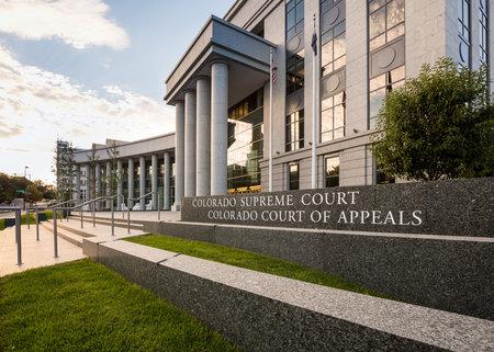 denver co: Reg�strate y entradas pasos para edificio moderno que alberga la Corte Suprema de Colorado y el Tribunal de Apelaciones en Denver CO Editorial
