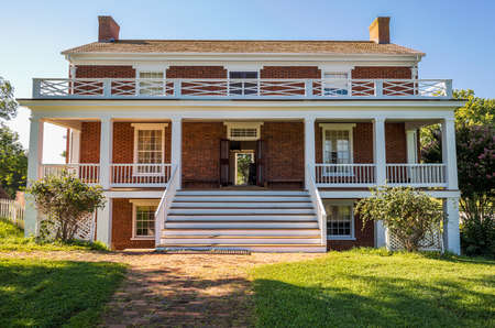 ulysses s  grant: Front view of McLean House where the surrender of Southern Army under General Robert E Lee to Ulysses S Grant took place in Appomattox, Virginia, USA Editorial