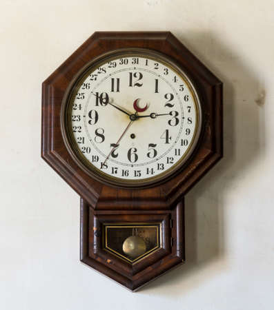 Ornate and complex clockwork wall clock with date indication in Interior of Meeks Store in the national park at Appomattox Virginia 版權商用圖片