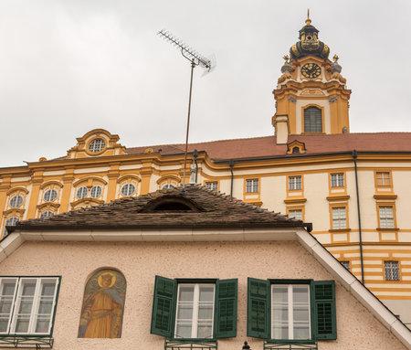 benedictine: El exterior de la abad�a de Melk un monasterio benedictino con vistas al r�o Danubio en Melk, Austria