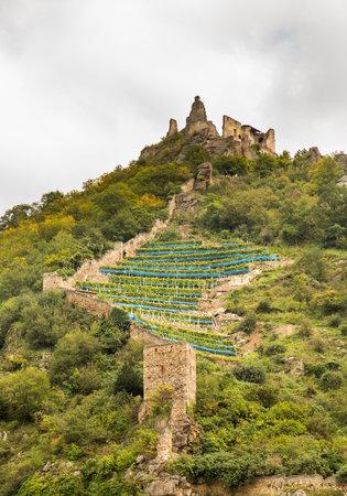 Medieval castle ruins on hillside above town by River Danube in Durnstein, Austria Redactioneel