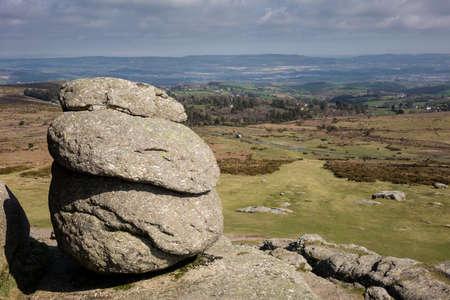 Haytor or Hay Tor rocks with single granite rock framing the view over Dartmoor, Devon, England, United Kingdom Banco de Imagens