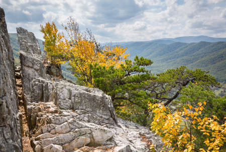 Summit of the rocky granite mountain top of Seneca Rocks in West Virginia Reklamní fotografie