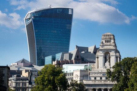 LONDON, UK - OCTOBER 1, 2015: The Walkie Talkie office building on Fenchurch Street in London, England Redakční
