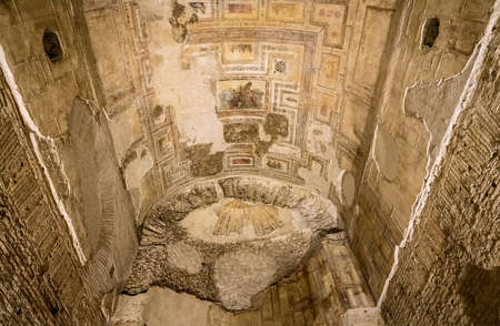 Ancient Roman Paintings And Wall Art Inside The Domus Aurea Palace ...