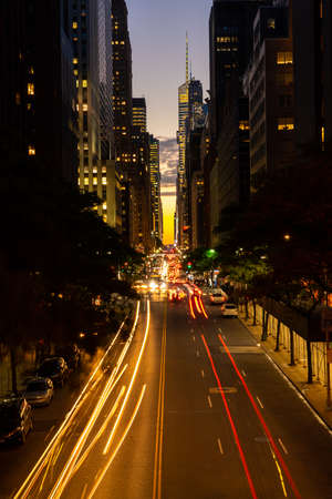 Congested traffic at night on 42nd street in New York city known as Manhattanhenge Imagens