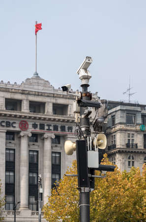 SHANGHAI, CHINA - 25 OCTOBER 2018: High tech security cameras on the Bund 新聞圖片