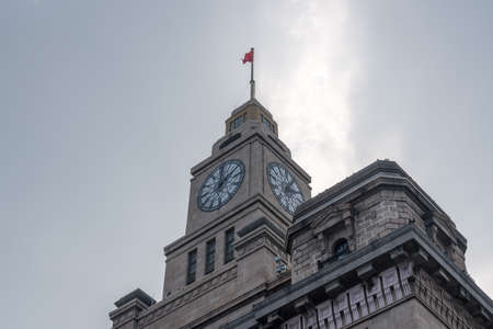 Clock tower of the Custom House on the Bund in Shanghai, China Imagens