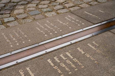 Línea del meridiano de Greenwich en el Real Observatorio de Londres