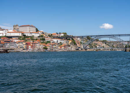 Porto, Portugal - 12 August 2019: Cityscape of Porto from the banks of the river Douro 新聞圖片
