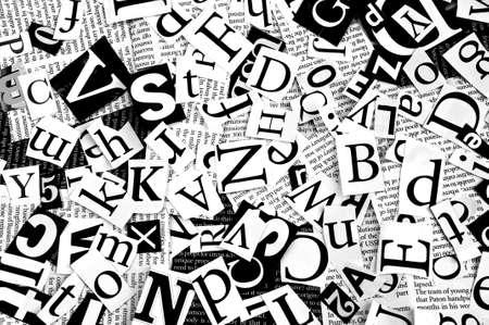 newspapers: letters gesneden uit krant, achtergrond