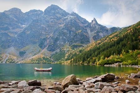 """Landscape. Lake """"Sea Eye"""" in der Tatra Standard-Bild - 18946471"""