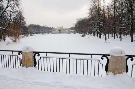 lazienki: Lazienki Park in winter. Poland, Warsaw.