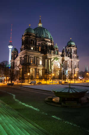 dom: Berlin Dom par nuit personne