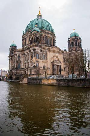 dom: Berlin Dom � jour d'hiver Banque d'images