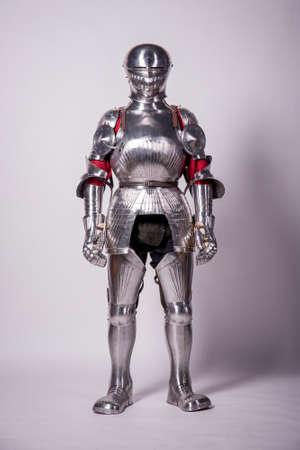 Ritter in Metallrüstung Standard-Bild - 30202340