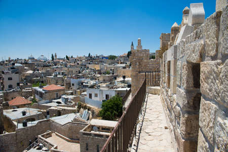 cluster house: JERUSALEM, ISRAEL - JUNE 2, 2015: View of the old town with an ancient wall