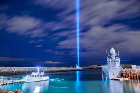 The Imagine Peace Tower on Videy island in Reykjavik Imagens