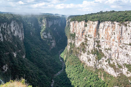 Natural and beautiful national park in Brazil with canyon and natural waterfalls in the mountains Фото со стока - 130794860