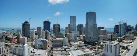 mediodía: Downtown Miami - vista sobre el centro de Miami a mediod�a  Foto de archivo