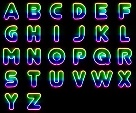 tubos fluorescentes: Conjunto del alfabeto hecho de letras de neón de colores