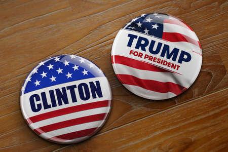 democracia: WASHINGTON, DC - 10 de abril, 2016: Ilustración de los botones de la campaña presidencial de Hillary Clinton y Donald Trump corriendo de la oficina del presidente.