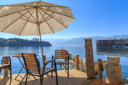 leisurely: Double gallery, facing Erhai Lake, leisurely life