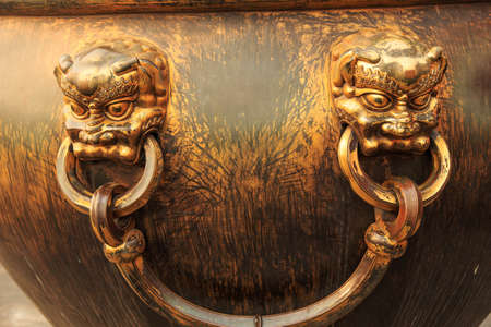 ear rings: Forbidden City in the big ear rings Tong Gang