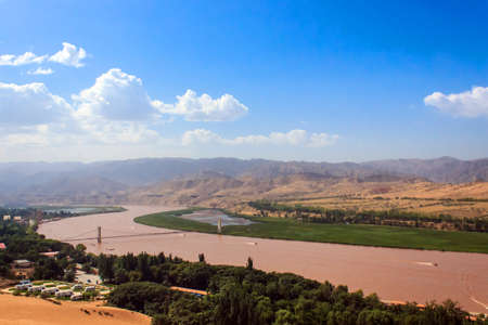 Water flows of the Yellow River in Ningxia Standard-Bild