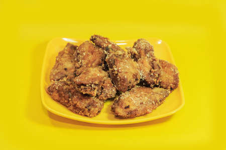 fried chicken wings: Plate of fried chicken wings